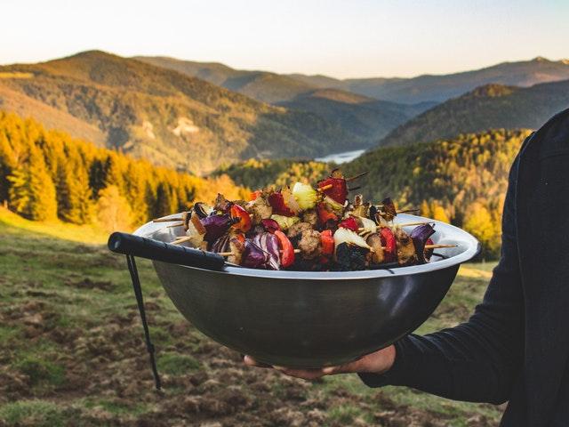 Mat i ett vackert landskap